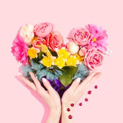 Valentines_Day_Flowers_Pink_Roses_In_A_Heart_Shape